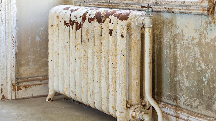 I matsalen intill köket finns några radiatorer bevarade. Original från 1914.