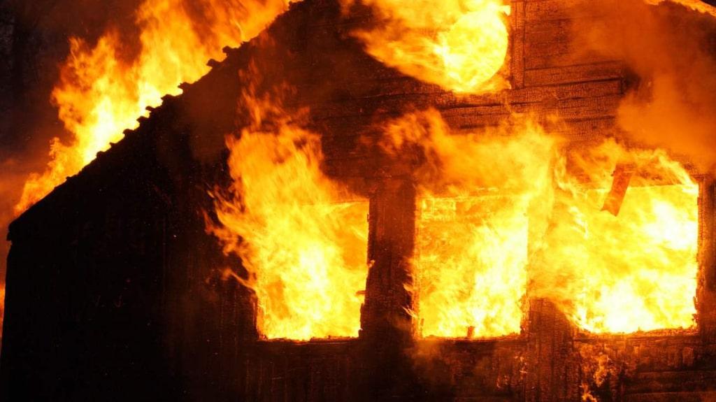 Förutom levande ljus är den ökande mängden av elektroniska apparater och laddare hemma en orsak till många bränder.