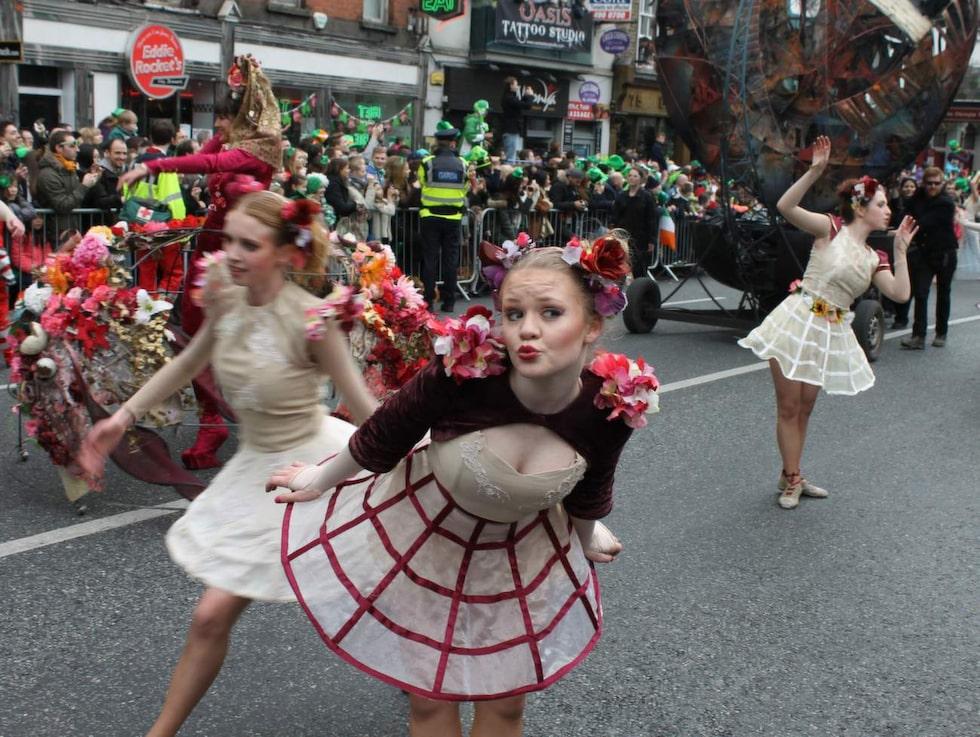 Lite som karnevalen i Rio med sina hårdövade sambaskolor är Saint Patrick's paraden i Dublin en stolt och viktig tradition.