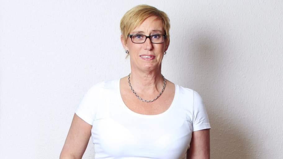 <strong>Kristina Eriksson</strong><p><strong>Riskfaktorer:</strong> Motionerar inte. Stress som påverkar sömnen negativt. Midjemått över 80 centimeter.</p><p><strong>Ålder:</strong> 54.</p><p><strong>Bor:</strong> Lägenhet i Stockholm.</p><p><strong>Familj: </strong>Särbo och två döttrar.</p><p><strong>Yrke:</strong> Ekonomichef.</p><p><strong>BMI: </strong>Längd 173 centimeter och vikt 70 kilo, vilket ger BMI 23,4.</p>