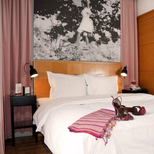 Hotell Rival vid mariatorget i Stockholm håller fortfarande stilen.