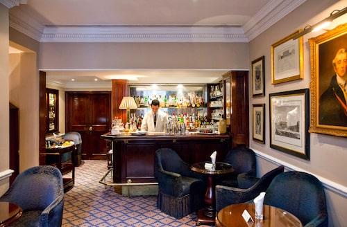 Dukes bar, ett måste om du gillar Dry Martini (och James Bond)!