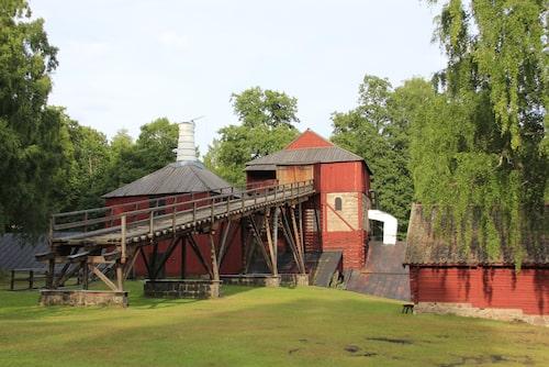 Engelsbergs bruk är ett gammalt järnbruk som ligger vid sjön Åmänningen.