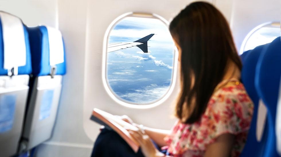 Att välja ett fönstersäte och hålla sig där är bästa smittskyddet ombord på ett flygplan.
