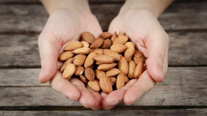 10 osötade mandlar = 100 kalorier