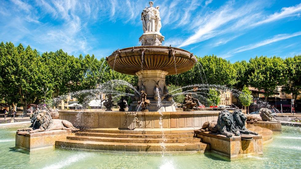 Cours Mirabeau, den berömda avenyn med ståtliga fontänen Fontaine de la Rotonde.