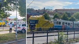 Buss och spårvagn i krock – stopp i trafiken