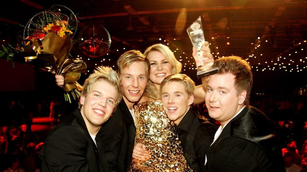"""2010 vann Elisa """"Dansbands- kampen"""" med bandet Elisa's, som hon startade tillsammans med Markus Frykén, som hon nu är gift med."""
