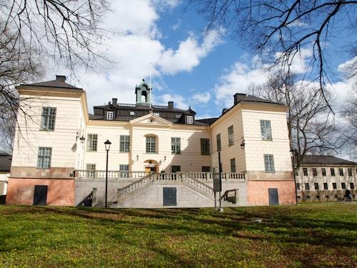 Näsby slott hyrs ofta ut till bröllop och fester och det är drop–in luncher nästan varje dag,