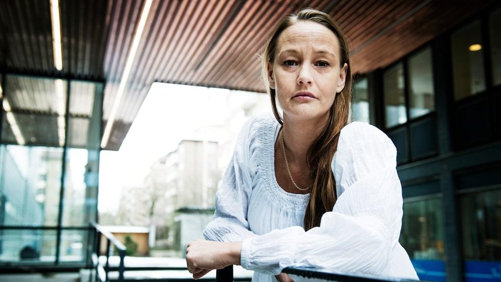 Jeannett Rydings läppar sprack när hon injicerade sina läppar med fillers på en klinik för tre år sedan. Hon skulle aldrig göra det själv.