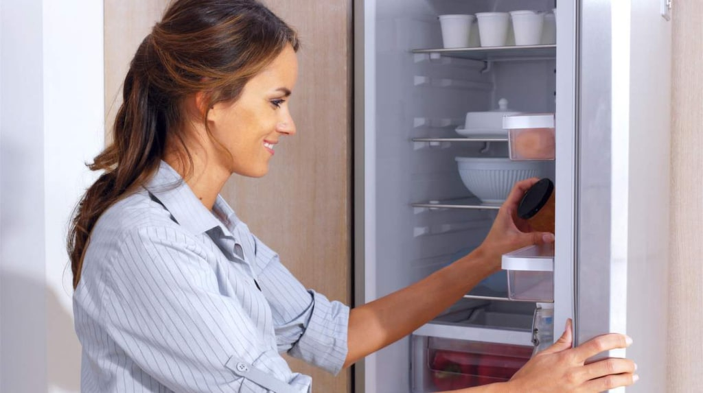 <p>Man bör se till att hålla kylskåpet i sitt ursprungliga skick. Det kanske låter jobbigt, men faktum är att det är lättare att underhålla en kyl jämfört med andra apparater.</p>