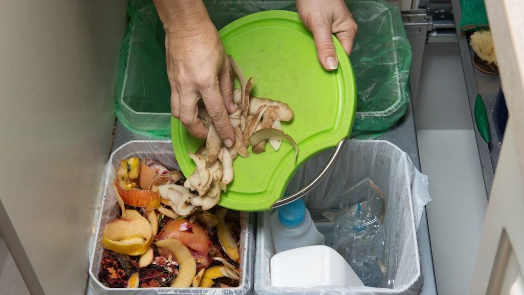 Avfall Sverige gör regelbundna kontroller, så kallade plockanalyser, där man bryter upp soppåsar. Då visar det sig att en tredjedel är restavfall, en tredjedel är matavfall och en tredjedel är förpackningar och tidningar.