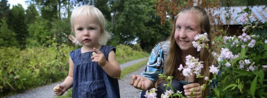 """Lider av hjärtsvikt. Elina Eklund, 24, lider av hjärtsvikt och bloggar om det. Att antioxidanterna Q10 och selen ger ett förlängt liv ger henne hopp. """"En dröm är att öppna ett kafé, vilket skulle vara omöjligt just nu på grund av mitt sjuka hjärta"""", säger hon, här med dottern Angelica, 2."""