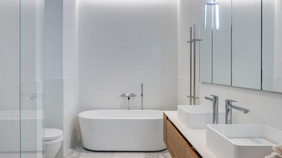 Badrummet. Lägenheten är totalrenoverad.