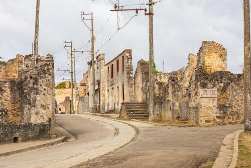 Efter massakern 1944 lämnades ruinerna av Oradour-sur-Glane kvar som ett minnesmärke.