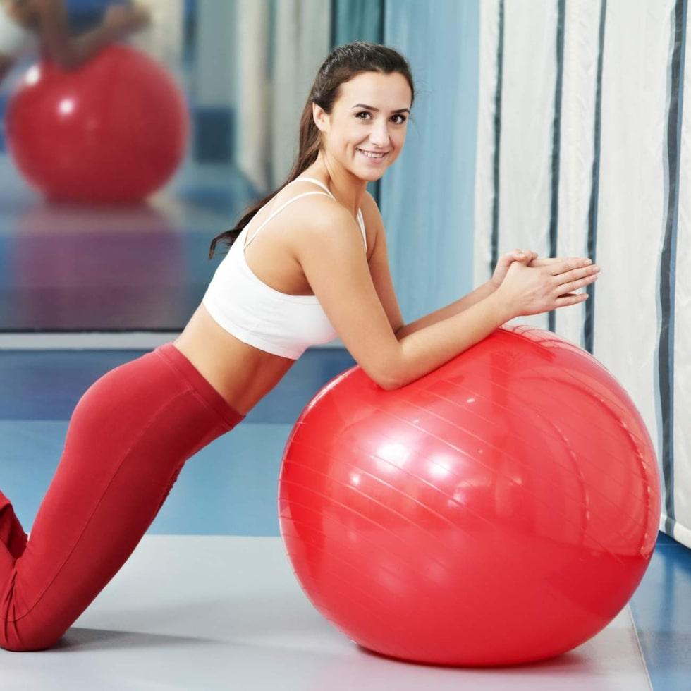 Har du svårt att hitta tid till träning? Gå upp en kvart tidigare på morgonen. Ett kort program med exempelvis situps, armhävningar och utfall kommer att kickstarta din förbränning.