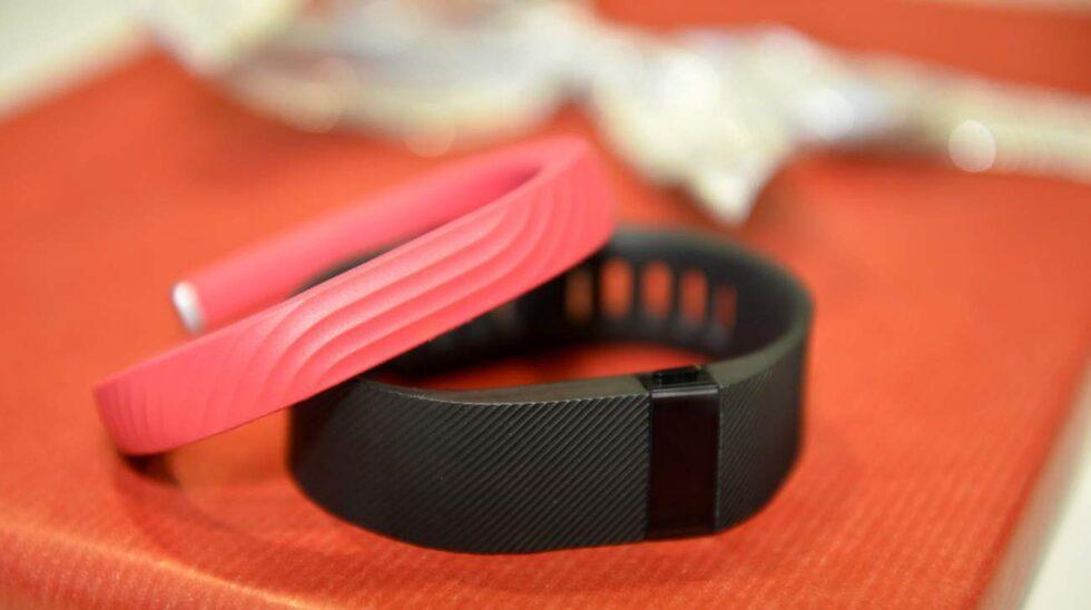 Träningsarmbandet, eller aktivitetsarmbandet, rymmer både stegräknare, pulsklocka och kaloriförbärnnare.
