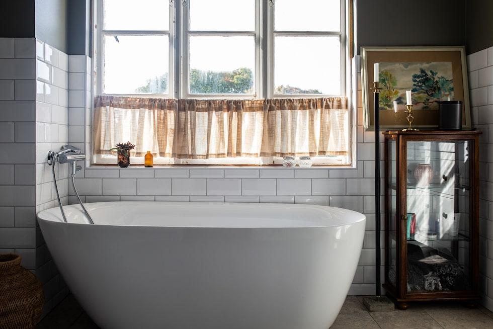 Från badkaret kan man ligga och se ut över himlen.