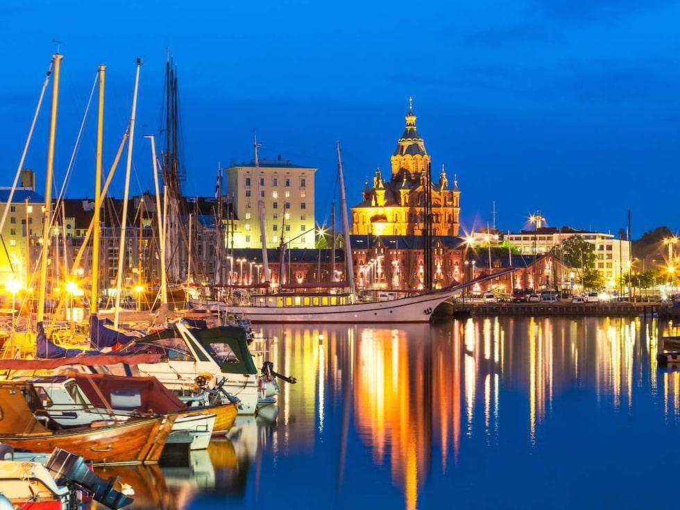 Vackert ljus i Helsingfors hamn.