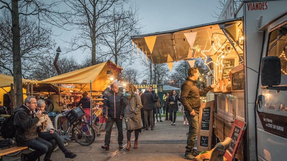 Vintern i Amsterdam bjuder på härliga marknader längs med stadens kanaler. Bäst av allt, man slipper trängseln och köerna som finns överallt på sommaren.