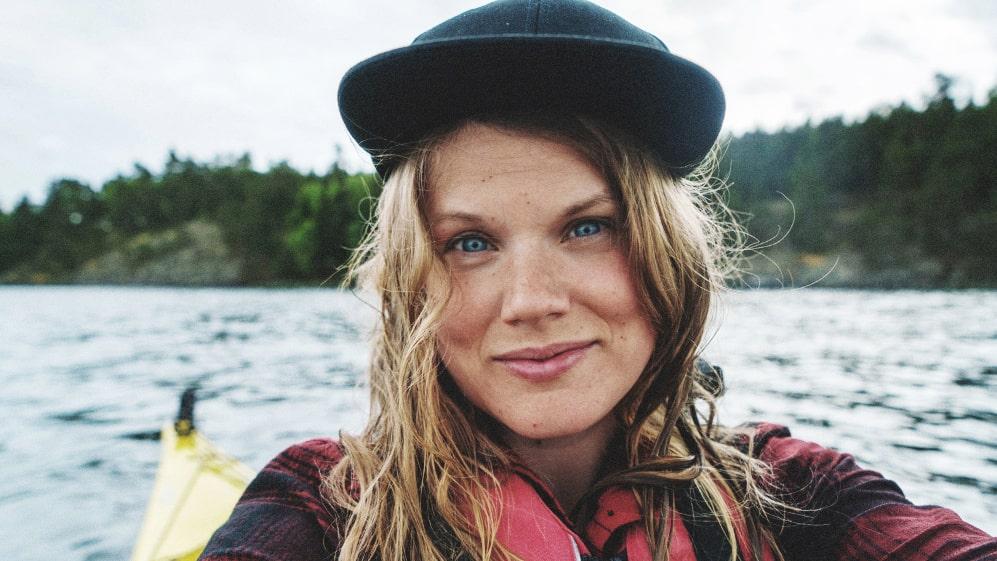 På sin resa genom Sveriges landskap kommer hon paddla kajak...