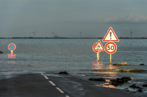 Gratis biltvätt är en av fördelarna om man missar tidvattnet vid Passage Du Gois i Frankrike.