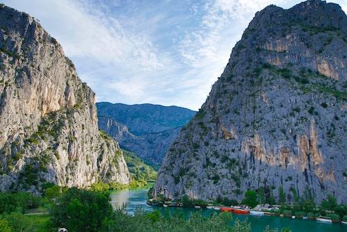 Ravinen vid floden Cetina – Omis.