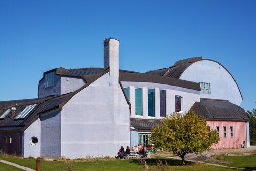 Arkitekten Erik Asmussens Kulturhuset från 1992 utnämndes 2001 till silverpriset i arkitekturtävlingen Sveriges mest omtyckta nutida byggnad.
