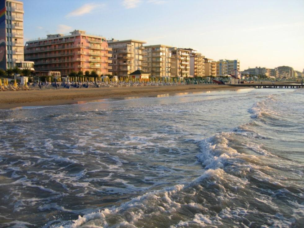 Stranden ligger inte långt ifrån Venedig.