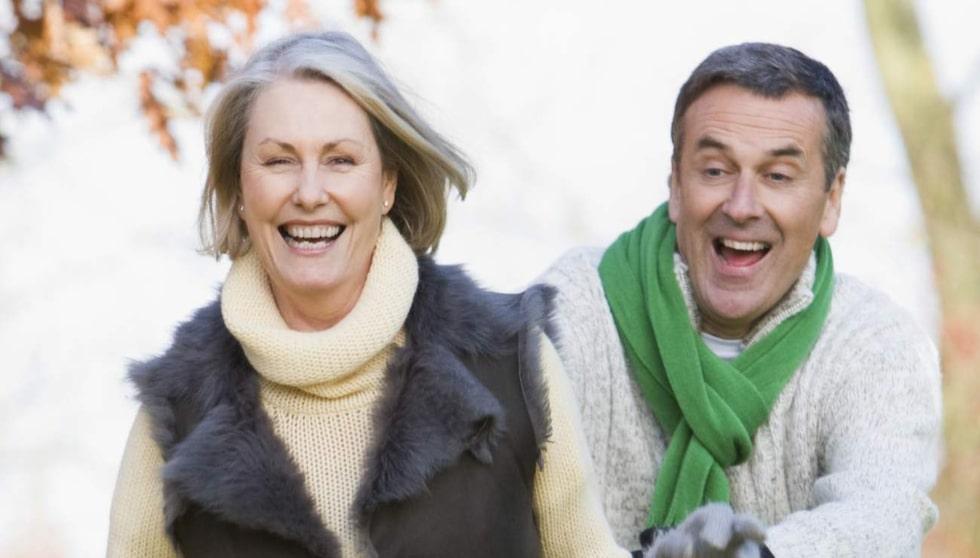 Var lekfull. Som pensionär behöver du inte längre oroa dig för vad andra tycker och tänker, så passa på att omfamna din lekfulla sida och busa till det lite. Foto: Colourbox