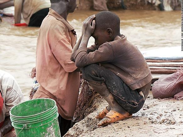 Barnarbete är vanligt förekommande vid de mindre gruvor som bryter kobolt.