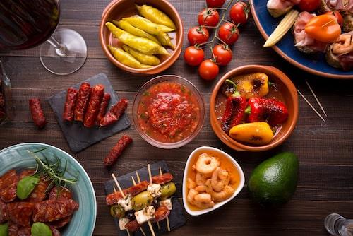 Njut av det spanska julbordets delikatesser på Andalucia.