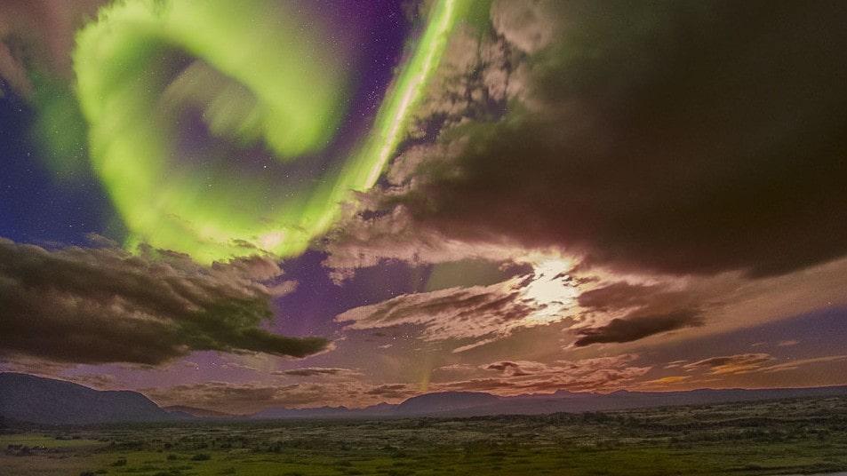 Norrskenet är skönheten och odjuret i ett varnar Nasa.