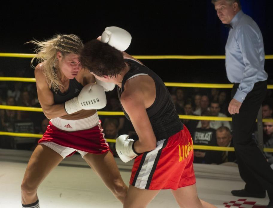 Mikaela tog världsmästartiteln i WPBF då hon besegrade serbiskan Eva Halasi, vid en boxningsgala i Stockholm den 5 oktober.