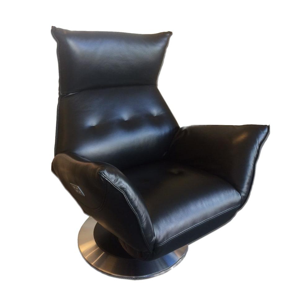 Daytona fåtölj i svart läder med elektrisk recline. Ordinarie pris: 28 995 kronor. Mellandagspris: 19 995 kronor.