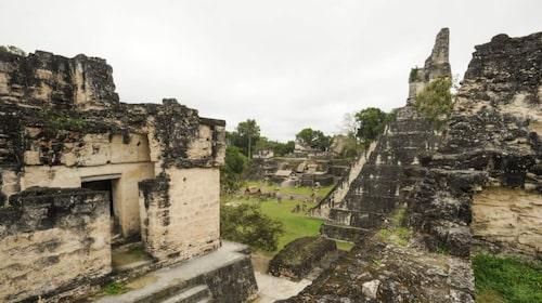 Mayatemplen i Tikal.