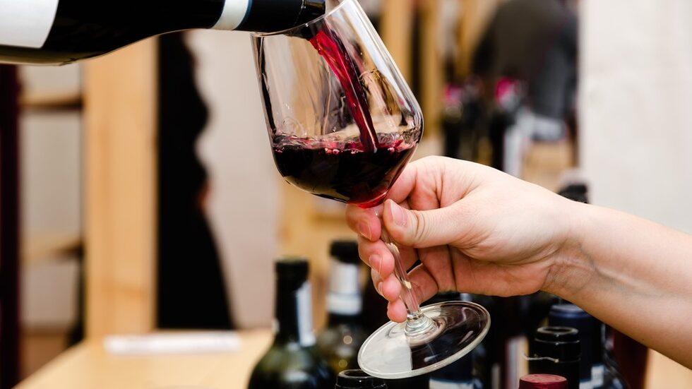 På Enoteca Cotti i Milano går det, för den som uppskattar traditionella viner, att köpa äldre årgångar från sjuttio- och åttiotal av till exempel Barolo.