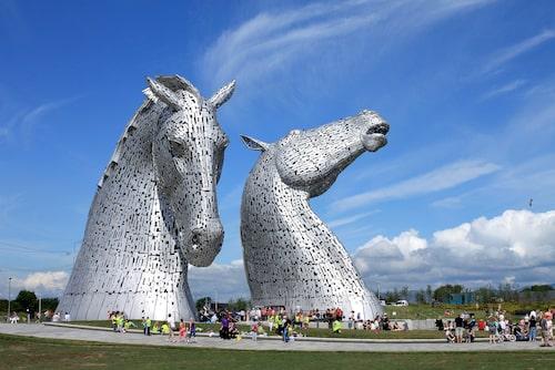 The Kelpies är världens största häststaty.