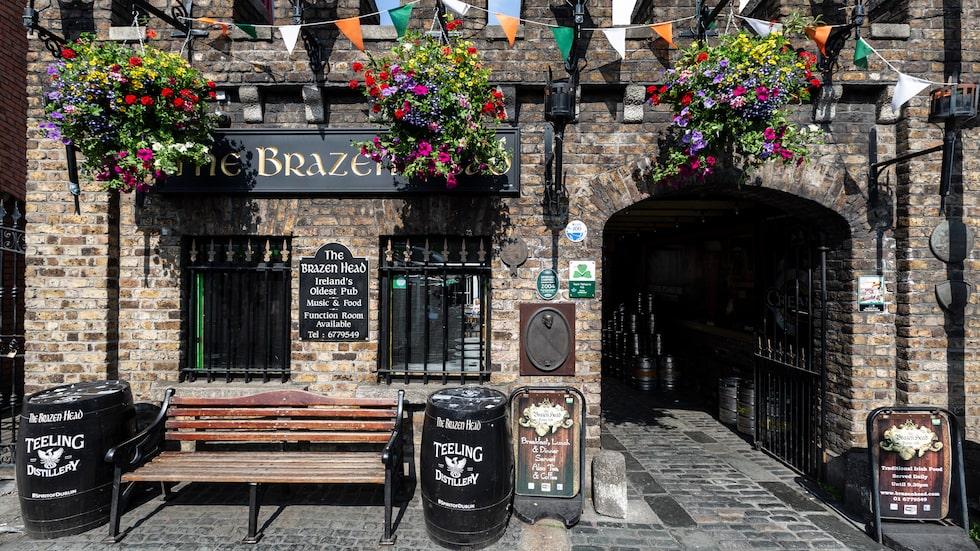 Det råder ingen brist på barer i Dublin. The Brazen Head är stadens äldsta från 1198.