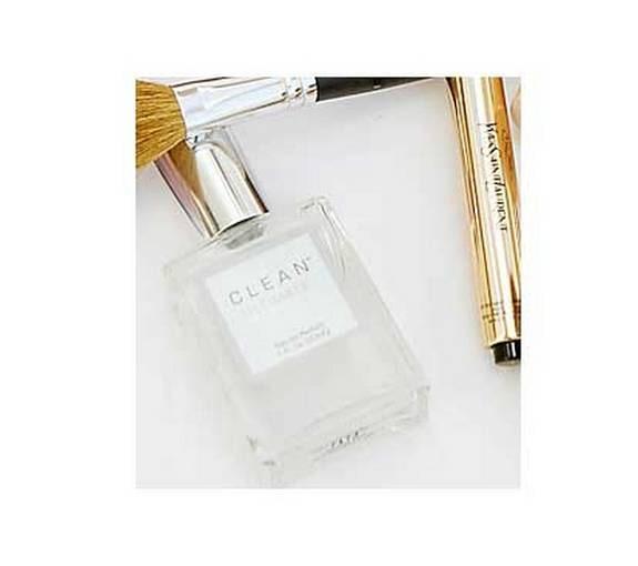 """""""Clean"""" är den perfekta doften för dagen. Handväskanpassad flaska, 498 kronor."""