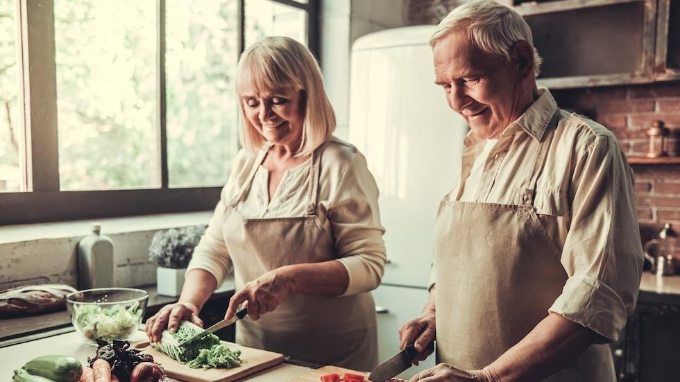 Dashdieten är en ovanligt hälsosam diet, där du ska äta helt vanlig mat – och inte svälta dig.