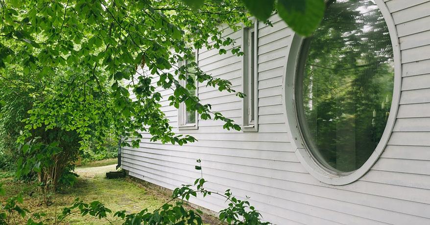 Det runda fönstret är typiskt Josef Frank.