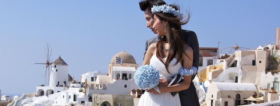 GREKLAND. Många par väljer att viga sig och fira sin smekmånad på Santorini.