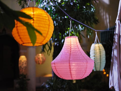 Solvinden är en solcelldriven lampa som man man kan ha i trädgården.