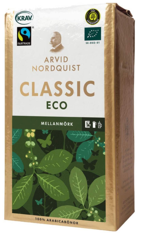 1 KAFFE.Att köpa ekologiskt kaffe är ett enkelt sätt att göra  stor nytta för lite pengar. På kaffeplantager används nämligen ett av  världens farligaste bekämpningsmedel som länge har varit förbjudet i  Sverige och EU.