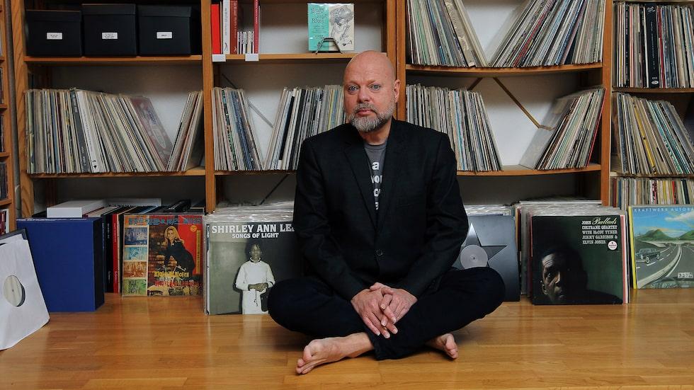 """Gillar skivor. """"LP det perfekta formatet för den musik jag gör"""", säger Peter LeMarc."""