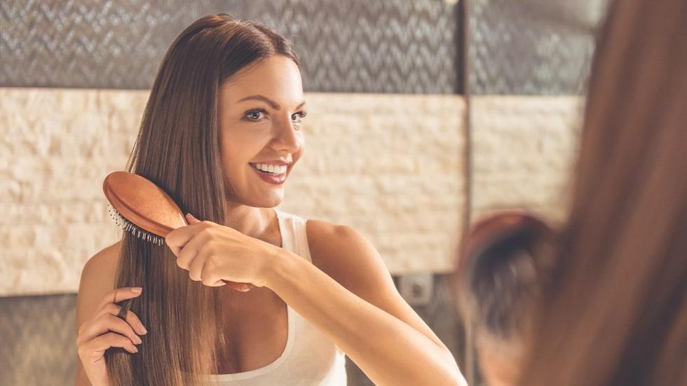 Till och med hårborsten sliter på håret. Därför ska du undvika att borsta håret när det är blött – om borsten inte är anpassad för det.