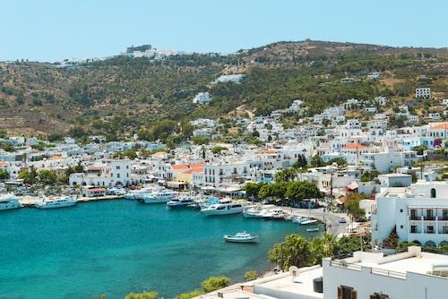 På Patmos finns ett lugn som man inte hittar på många andra grekiska öar. Ön är vykortsvacker med en charmig hamn, en romantisk stad på en klippa, gröna vandringsleder och små badstränder.