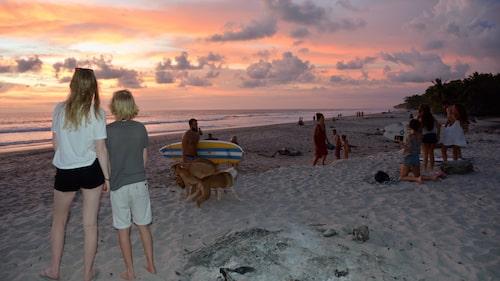 I Santa Teresa kan man njuta av solens sista strålar och folkliv på fina stränder.