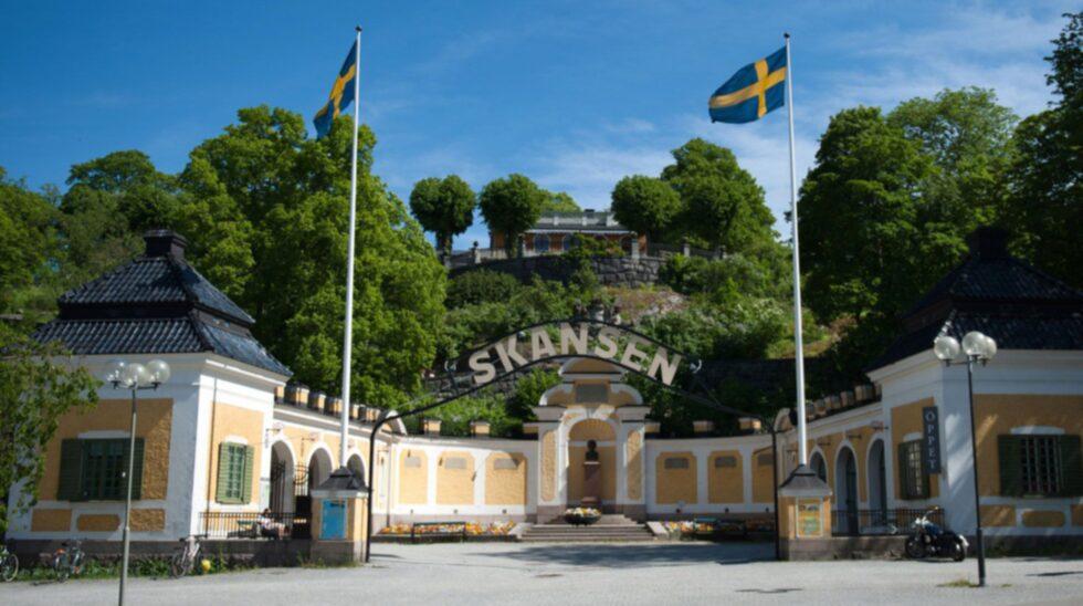 <p>Skansen ligger vackert på Djurgården i Stockholm.</p>